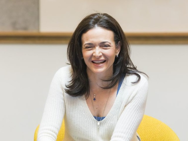 Facebook isn't taking political ads 'for the money,' COO Sandberg says - CNET