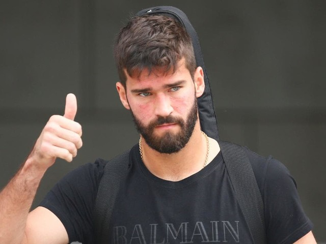 Liverpool agree record $118m deal for Alisson Becker