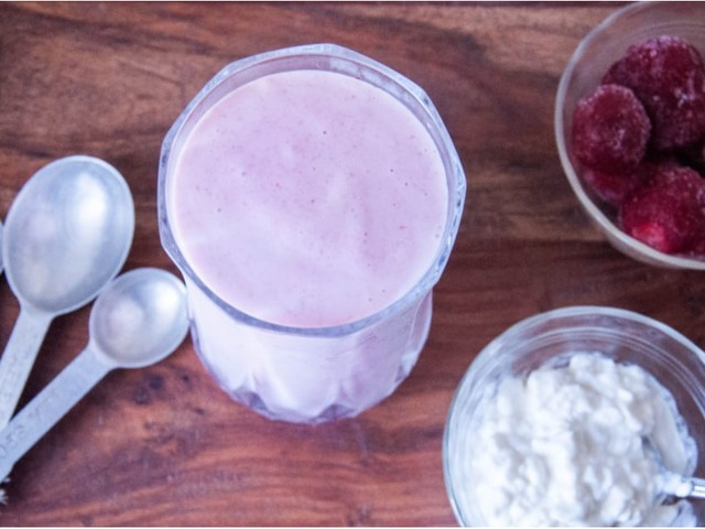 This Strawberries 'n' Cream Smoothie Packs a Protein Punch
