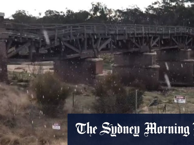 Snow falls on Queensland and NSW border, wind blasts through south-east