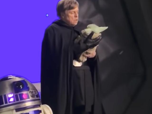 See Mark Hamill as Luke Skywalker on set of The Mandalorian - CNET