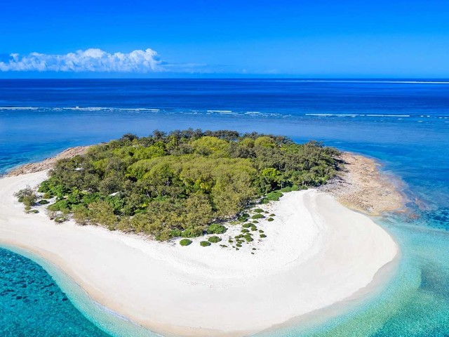 DIVE IN: The luxurious Gladstone island open for business