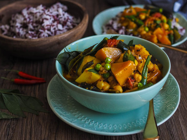 HEARTY, RICH Vegetable Curry {Vegan}