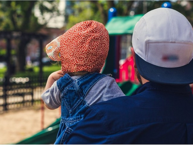 6 Reasons You Should Introduce Yourself to That Stay-at-Home Dad in the Park