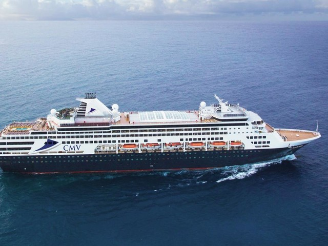 Cruise ship stranded for hours at sea