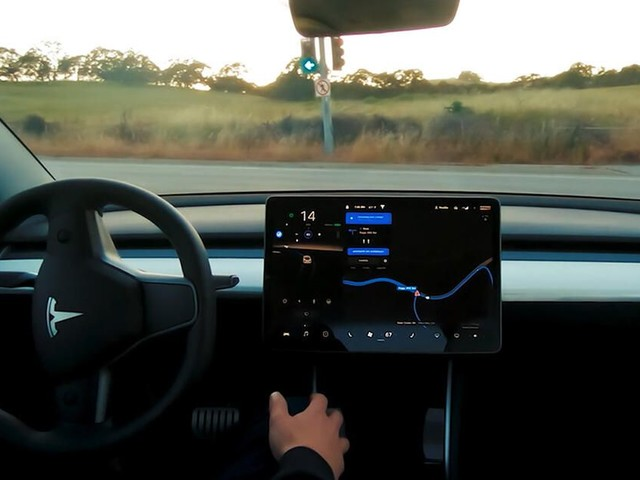 Tesla is 'irresponsible' for touting 'Full Self-Driving' features, NTSB says - Roadshow