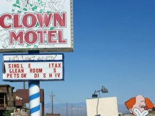 Inside terrifying, haunted 'clown motel'