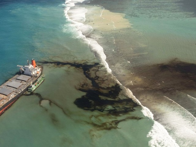 A Growing Oil Spill Off the Coast of Mauritius