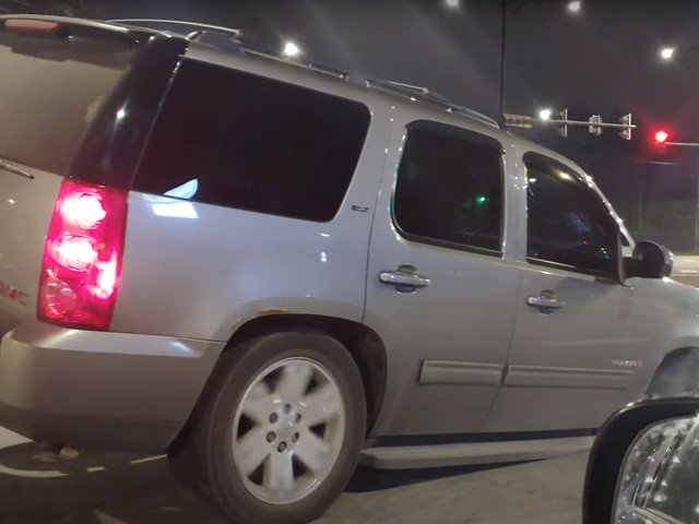 No Wheel, No Problem: Sparks Fly As Three Wheel GMC Yukon Cruises Chicago