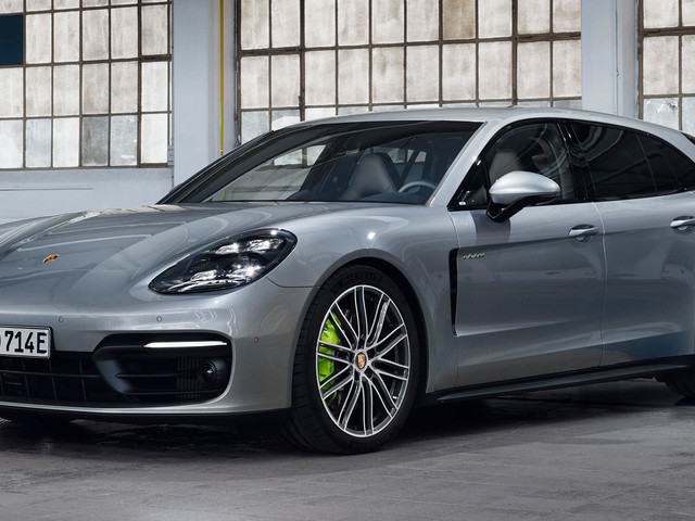 The 2021 Porsche Panamera Turbo S E-Hybrid Is A 689 HP Plug-In Hybrid
