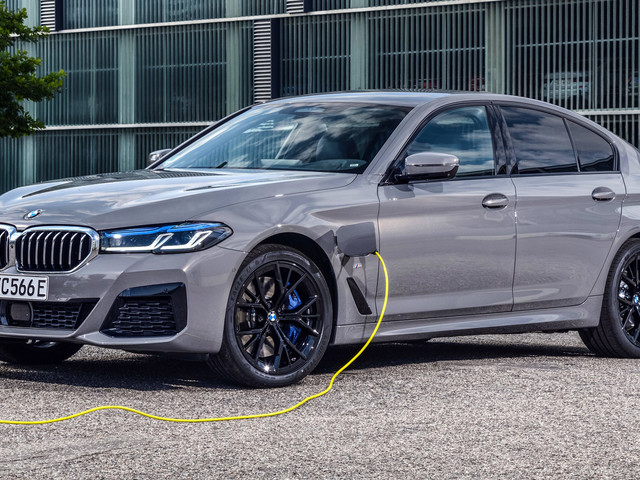 New 2021 BMW 545e xDrive Hybrid Plugs-in To A Turbocharged Straight-Six