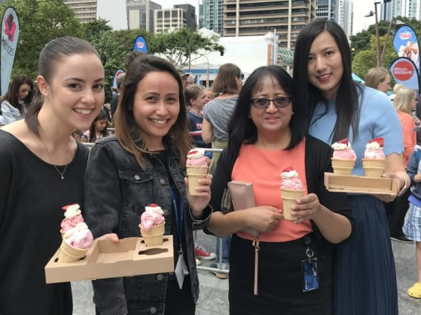 Midweek sundaes pull thousands to pop-up strawberry stall in Brisbane