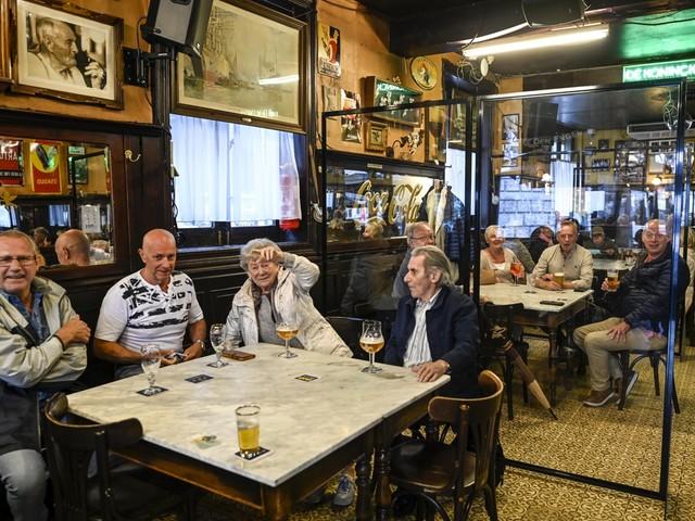 """""""Geen bewijs dat cafés en restaurants broeihaarden zijn"""": sluiting van horeca kan nog juridische strijd worden"""