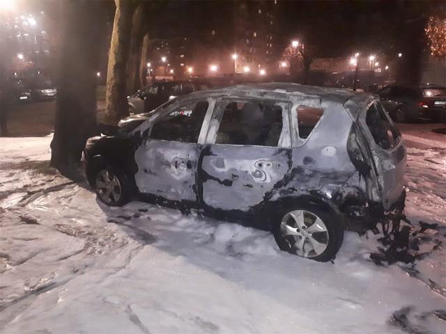 """Vier auto's in brand gestoken in Brussel, politie """"goed voorbereid"""" op rellen"""