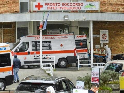 Spartelende zorgsector dringt aan op nieuwe lockdown in Italië