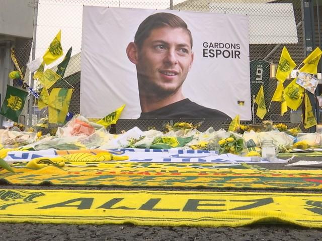 """Emiliano Sala : sa mort """"n'est pas un accident"""", selon un journaliste anglais"""