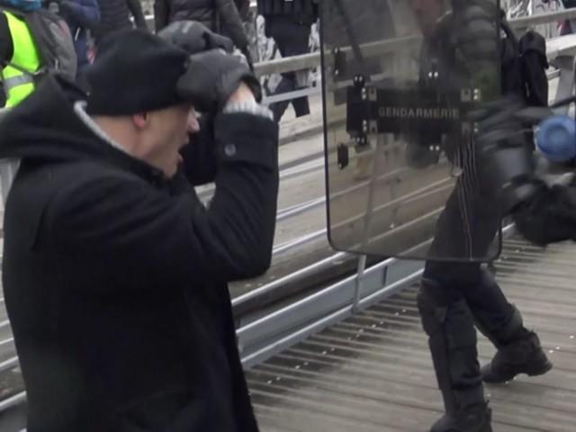 """Le """"boxeur des gilets jaunes"""" écroué dans l'attente de son procès, renvoyé au 13 février"""