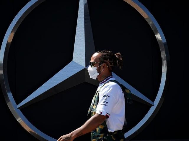 """Lewis Hamilton défend son coéquipier: """"Foutez la paix à Bottas"""""""