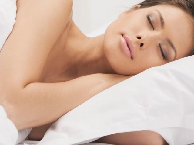 11 geweldige voordelen van naakt slapen