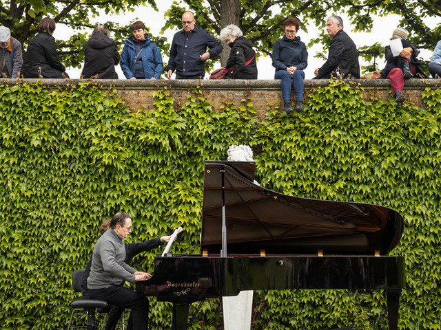 The Week in Arts: The Music of Birdsong, Captives Onstage and a Poet in Love