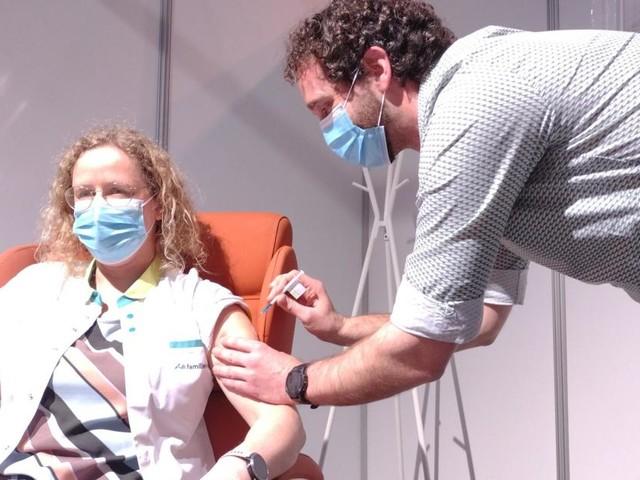 Coronavirus: premiers vaccins injectés au Brabanthal de Louvain