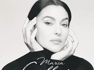 Monica Bellucci fait ses débuts sur scène au Studio Marigny pour une série de lectures.