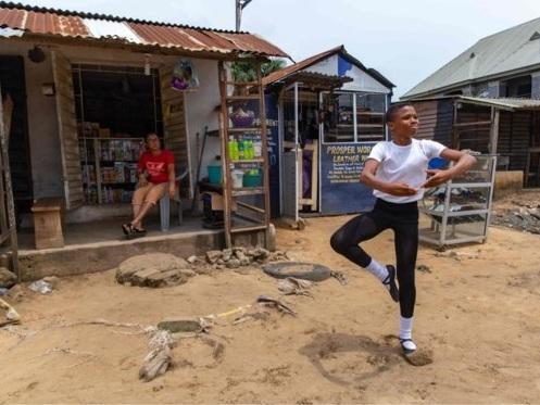 11-jarige balletdanser die viraal ging krijgt beurs