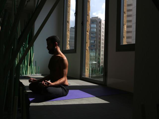 VIDÉO - Yoga : de nouveaux ateliers adaptés pour les hommes