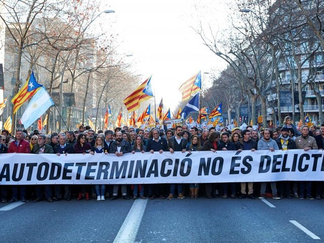 Quelque 200.000 manifestants à Barcelone contre le procès des indépendantistes
