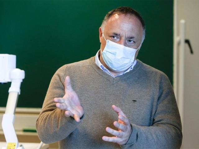 """Marc Van Ranst waarschuwt: """"Binnen paar dagen opnieuw tientallen overlijdens per dag"""""""