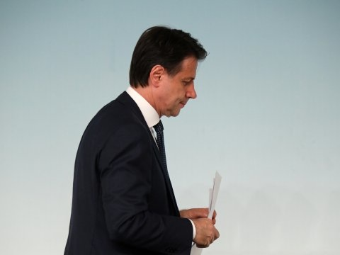 Italiaanse premier kondigt ontslag regering aan