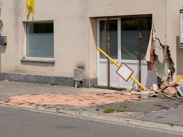 Impressionnant accident ce matin à Gerpinnes: il fonce contre une façade et démolit tout