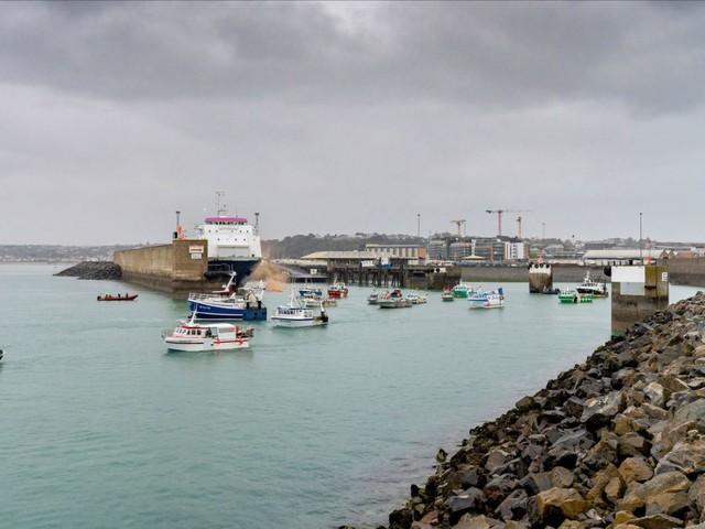 Pêche post-Brexit: la France ne transigera pas, affirme le ministre du commerce