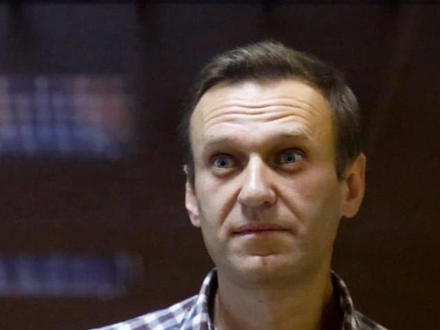 """Rassemblement de troupes, détention de Navalny: l'UE """"très inquiète"""" face à la Russie"""