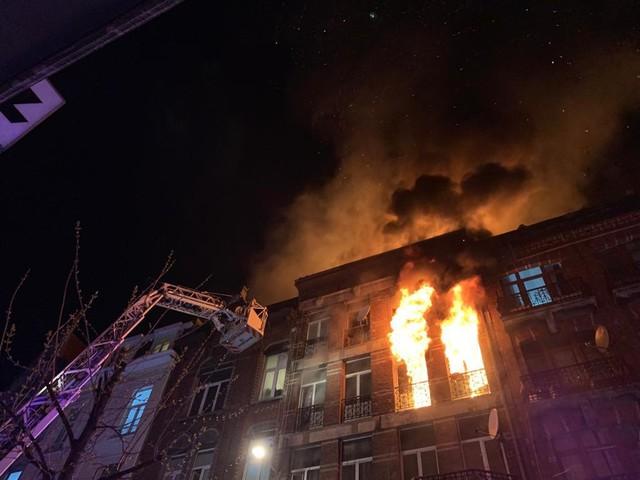 24 gewonden bij zware woningbrand in Anderlecht