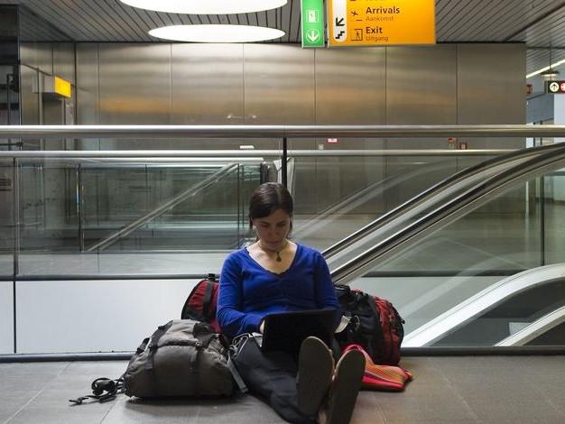 La perte de salaire récupérée en cas de retard d'avion