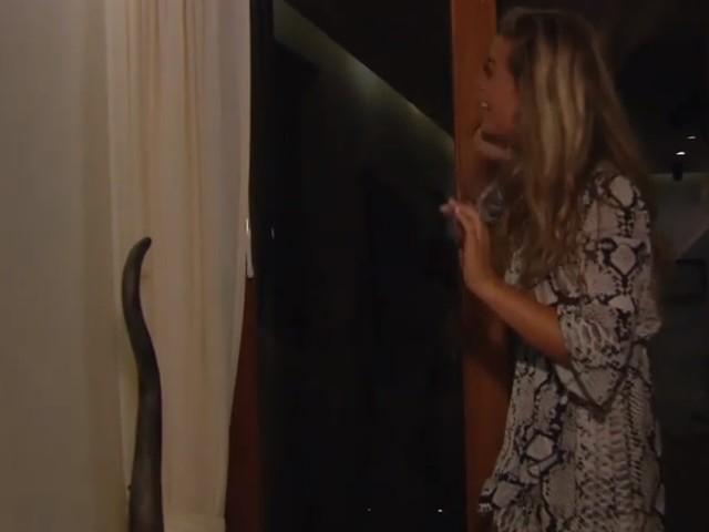 Dit zag je niet op tv: onverwachte gast duikt op in vrouwenresort van 'Temptation Island'