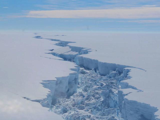 Antarctique : la fonte des glaces s'accélère, le niveau des océans monte
