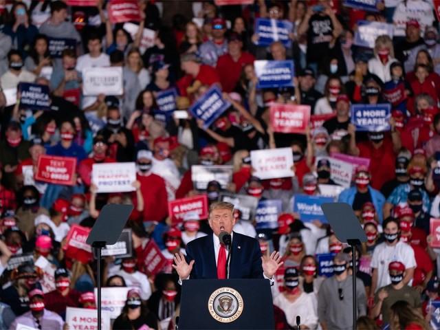 Trump op rally: 'Sluit de Bidens op, Bidens zoon is als een stofzuiger'