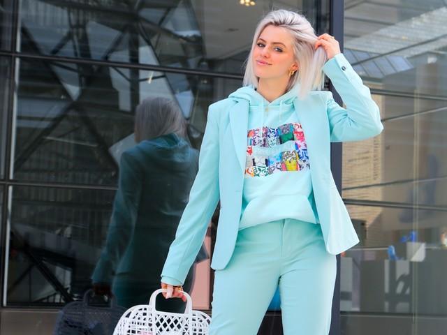 Op straat gespot in Hasselt: Rune in haar zelfontworpen hoodie