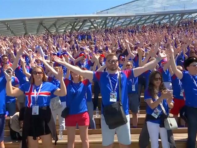IJsland-fans schrikken Moskou op met beruchte Viking Clap