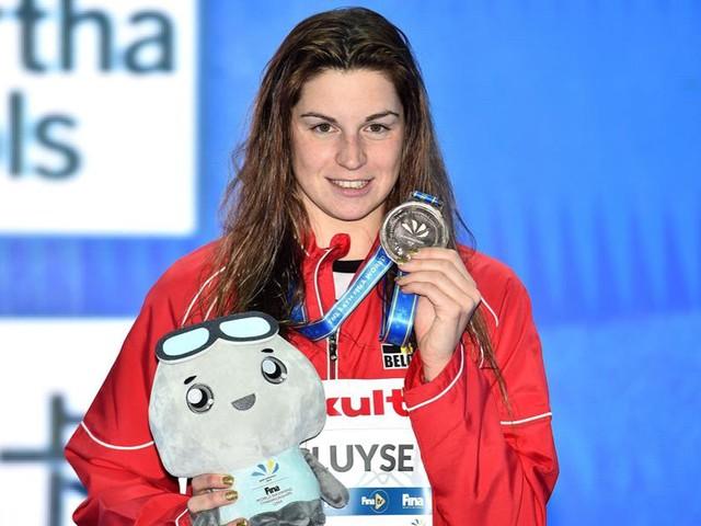 Lief van Campenaerts zwemt nieuwe clubcompetitie voor Team Iron van Hongaarse superster