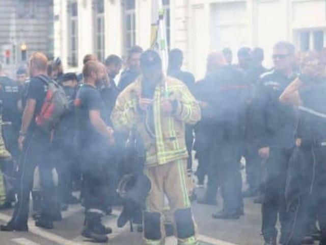 """De nombreux pompiers appellent au boycott du défilé du 21 juillet : """"Ce n'est pas là qu'on a besoin de nous"""""""