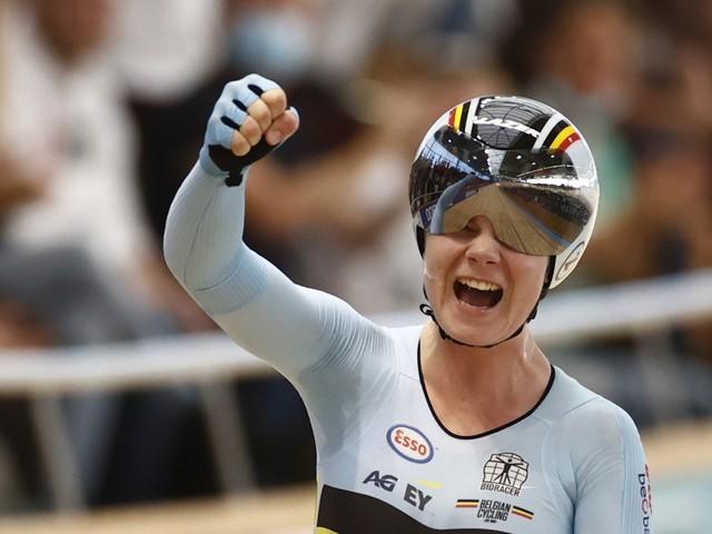 Eindelijk goud na twee keer zilver: Lotte Kopecky wereldkampioene in de puntenkoers