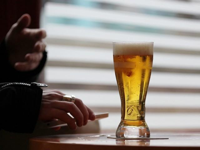 Violences conjugales : il frappe sa femme car sa bière n'est pas assez fraîche