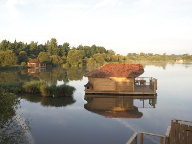Larguez les amarres… dans un village flottant (Pressac – Vienne)