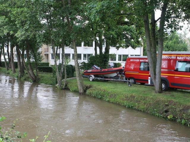 Les recherches d'un adolescent disparu dans un orage «diluvien» en France se poursuivent
