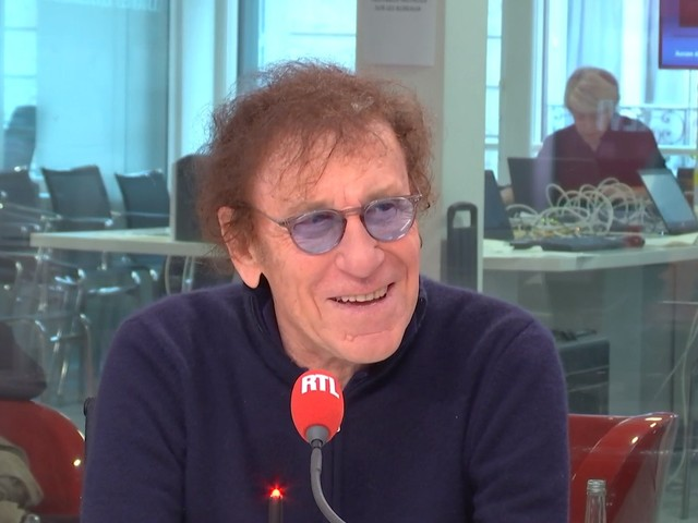 """Alain Souchon nous fait découvrir toutes les facettes de son album """"Âme Fifties"""" sur RTL"""