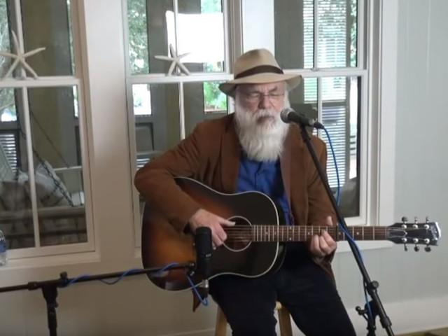 L'auteur-compositeur David Olney décède lors d'une performance