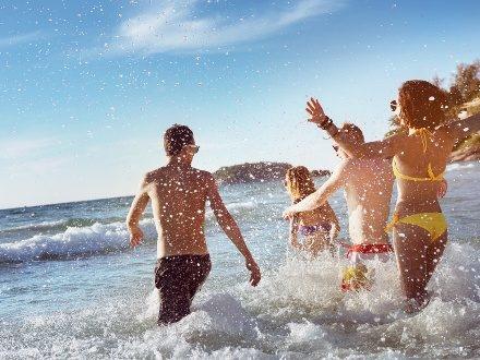 Vacances d'été : une aide financière pour les 18-25 ans